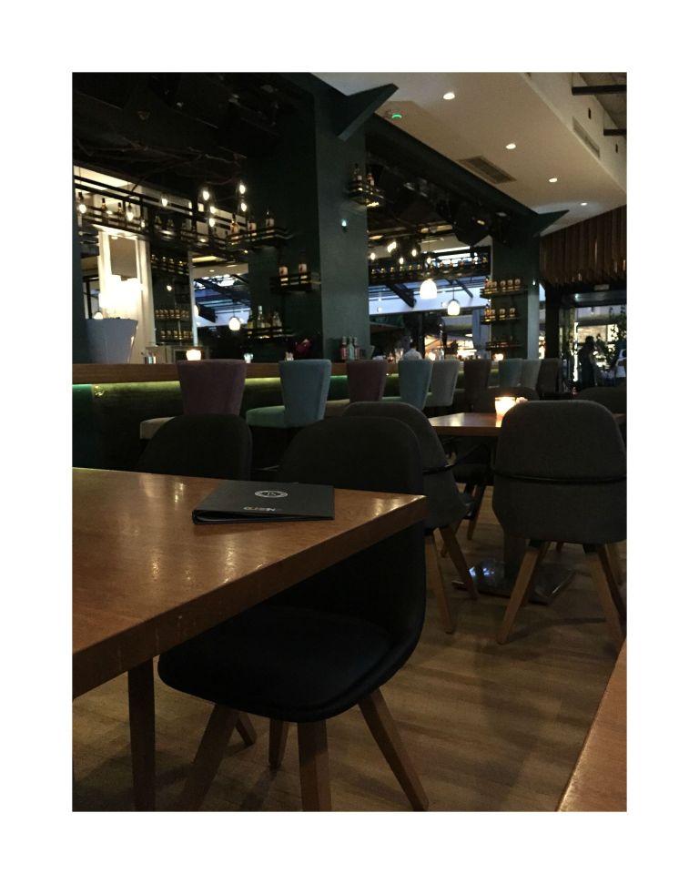 Jedan od kafića u Glifadi